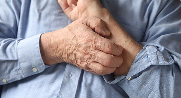 silniy-zud-pri-dermatite