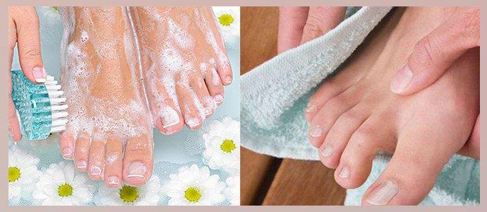 Мыть стопы и насухо вытирать