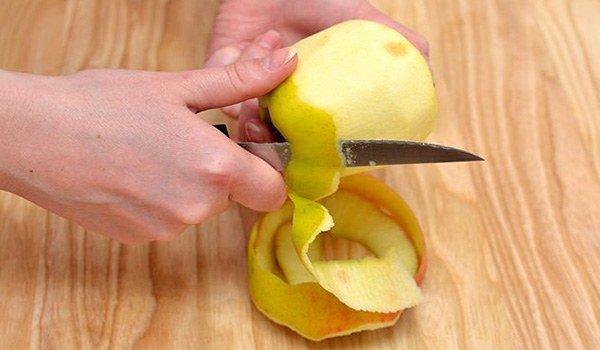 удаление кожуры с яблока