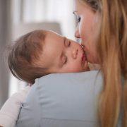 Признаки и лечение тихого рефлюкса у младенцев